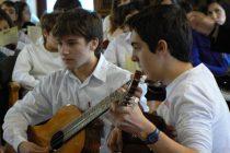 Εντυπωσίασαν τα παιδιά της Σαμοθράκης με το μουσικό τους ταλέντο