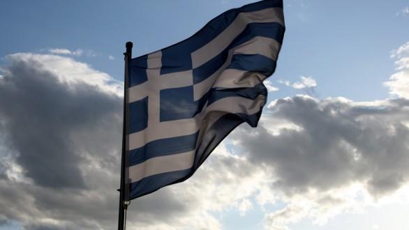 Καταργείται έπαρση σημαίας,εθνικός ύμνος και «διαγωγή» στα Δημοτικά
