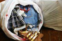 Τρία βήματα για σωστό μάζεμα των καλοκαιρινών ρούχων