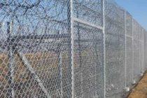 Τον φράχτη στα χερσαία σύνορα πλησιάζουν εκατοντάδες μετανάστες
