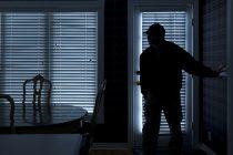 """Σύλληψη δύο νεαρών που """"ρήμαζαν"""" σπίτια στο Διδυμότειχο"""