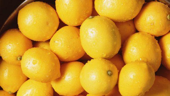 Ο λόγος που θα σας κάνει να μην ξαναπετάξετε τις φλούδες από λεμόνια
