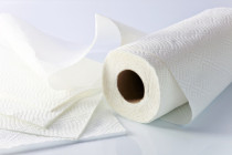Τι δεν πρέπει να καθαρίζετε ποτέ με χαρτί κουζίνας