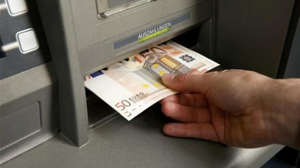 Υποχρεωτικά μέσω τράπεζας η πληρωμή των μισθών από 1η Ιουνίου