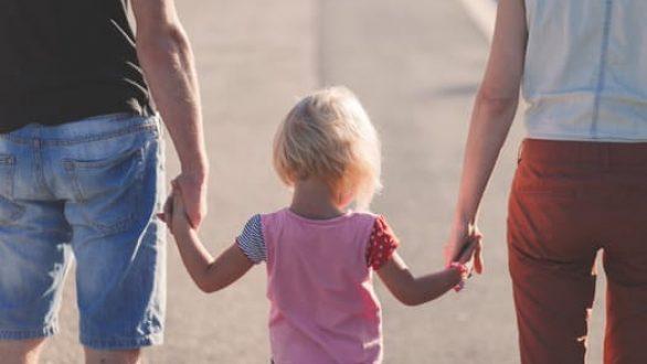 Επίδομα παιδιού: Ξεκίνησαν οι αιτήσεις – Πότε καταβάλλεται η τέταρτη δόση