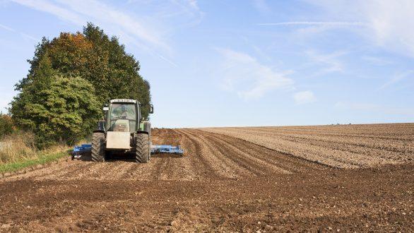 Καταργείται το τέλος επιτηδεύματος για τους αγρότες