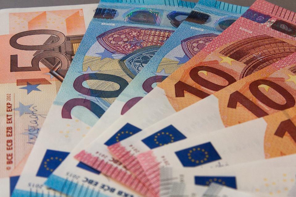 χρήματα λεφτά χαρτονομίσματα πληρωμή πληρωμές επίδομα επιδόματα