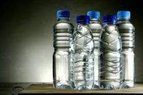 Ποια πλαστικά μπουκάλια νερού έχουν τα λιγότερα μικρόβια