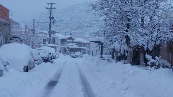 Οικογένεια εγκλωβίστηκε στα χιόνια στην Αλεξανδρούπολη