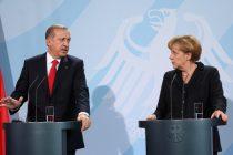 Παρέμβαση Μέρκελ στον Ερντογάν για τους δύο στρατιωτικούς