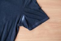 Πώς φεύγει το σημάδι του αποσμητικού από τα ρούχα