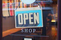 Απογοητευμένοι οι έμποροι από την κίνηση της αγοράς την πρώτη Κυριακή των εκπτώσεων