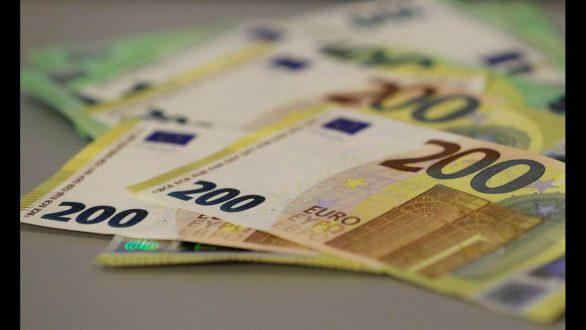 Τέλη Μαΐου θα κυκλοφορήσουν τα νέα άφθαρτα χαρτονομίσματα των 100 και 200 ευρώ