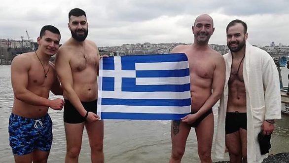 Οι Ορεστιαδίτες που βούτηξαν και φέτος για τον Σταυρό στην Κωνσταντινούπολη!