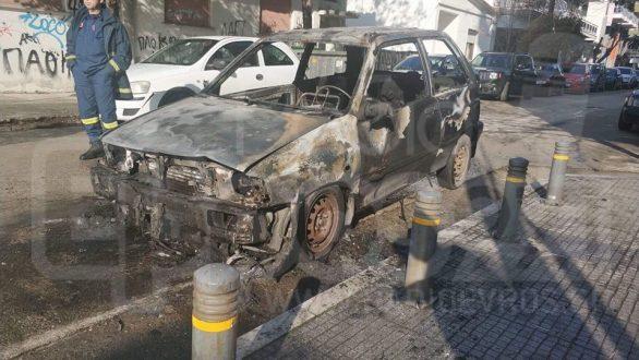 Στις φλόγες τυλίχθηκε αυτοκίνητο στο κέντρο της Ορεστιάδας