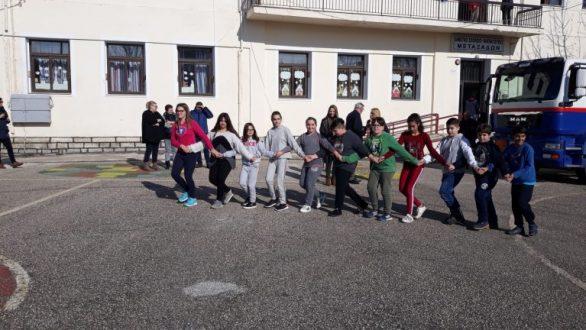 Μεταξάδες:Δωρεά πετρελαίου θέρμανσης στο σχολείο από International Foundation for Greece