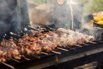 Τσικνοπέμπτη : Τι γιορτάζουμε σήμερα, γιατί τρώμε κρέας