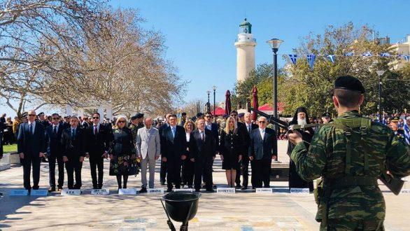 Παρουσία του Γ.Γ. ΥΠΕΧΩΔΕ και της Φ. Γεννηματά η παρέλαση στην Αλεξανδρούπολη