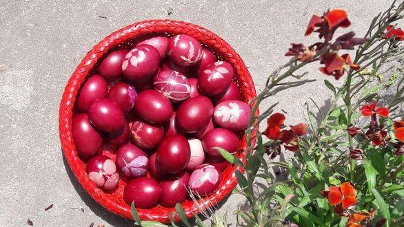 Κόκκινα αυγά βαμμένα με Ριζάρι…με φυσικό και παραδοσιακό τρόπο.