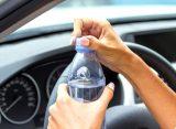 Γιατί είναι πολύ σημαντικό να πίνεις νερό όταν οδηγείς