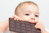 Πώς να βγάλετε το λεκέ από σοκολάτα