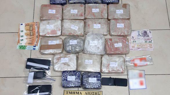 51χρονος συνελήφθη στις Καστανιές με 10,7 κιλά ηρωίνη σε κρύπτη Ι.Χ.