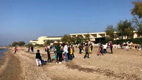 300 μαθητές καθαρίζουν τις ακτές της Αλεξανδρούπολης
