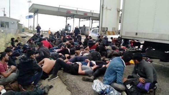 Ξάνθη:Φορτηγό μετέφερε 100 μετανάστες οι οποίοι τραυματίστηκαν κατά την προσπάθεια να διαφύγουν της σύλληψης