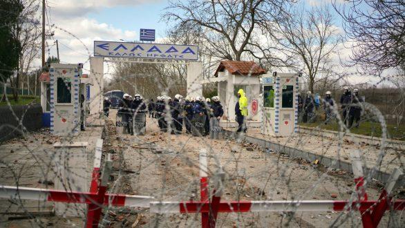 Τραυματισμός αστυνομικού στις Καστανιές μετά από επίθεση μεταναστών με πέτρες
