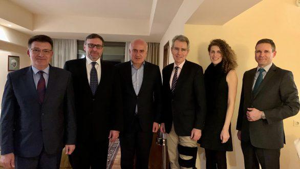 Συνάντηση Μέτιου με τον αναπληρωτή βοηθό Υπουργό Εξωτερικών και τον Πρέσβη των ΗΠΑ στην Αθήνα