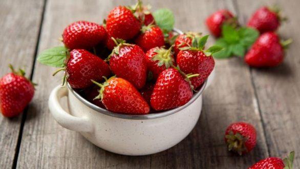 Σπιτικό παγωτό φράουλα