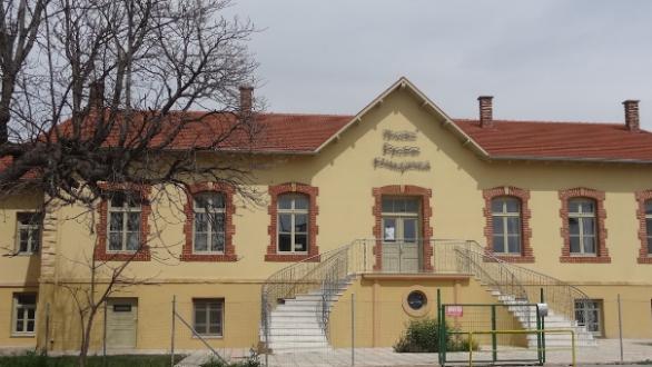 """Αλεξανδρούπολη: Φωταγωγείται το """"παλαιό παλαιό νοσοκομείο"""" για την Παγκόσμια Ημέρα Νοσηλευτών"""