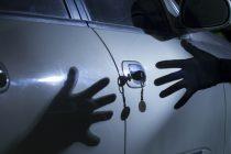 Ανήλικοι στην Αλεξανδρούπολη τρύπωναν σε αυτοκίνητα