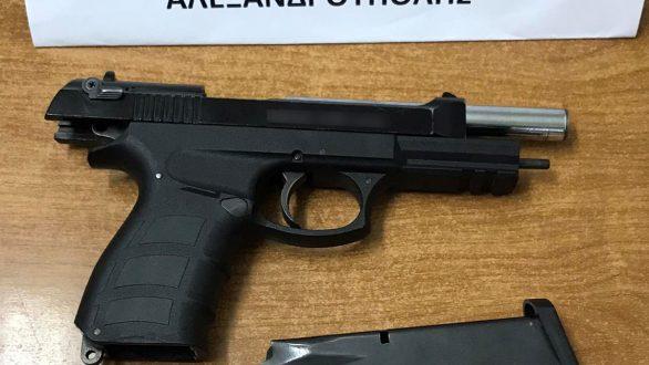 Συνελήφθη ημεδαπός κατηγορούμενος για παράνομη οπλοκατοχή