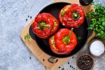 Γεμιστές πιπεριές με φιλέτο κοτόπουλο