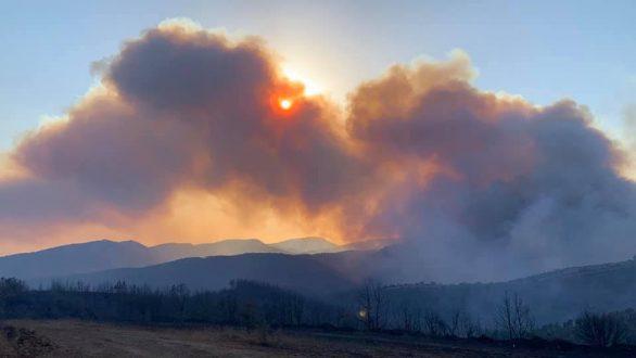 Συνεχίζεται για τρίτη μέρα η μάχη με τις φλόγες στην Νίψα