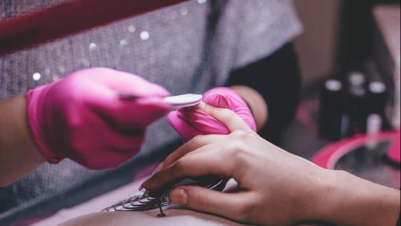 Ανοίγουν τις πόρτες τους καταστήματα μανικιούρ και πεντικιούρ – Πώς θα λειτουργούν