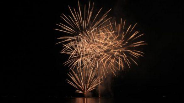 Με ένα μοναδικό θέαμα πυροτεχνημάτων ο Δήμος Αλεξανδρούπολης υποδέχεται το 2021