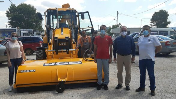 """Παραλαβή από τον Δήμο Μαρωνείας-Σαπών ενός οχήματος JCB δωρεά της εταιρείας """"TAP AG"""""""