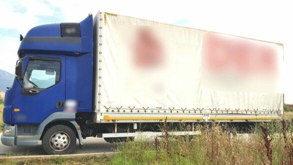 Σύλληψη δύο διακινητών που μετέφεραν 12 άτομα με φορτηγό