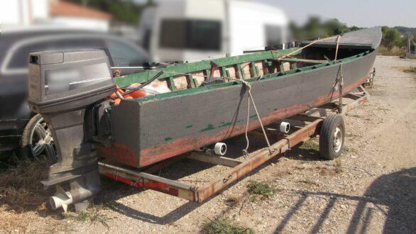 Μετέφερε παράνομα τρία άτομα με ξύλινη βάρκα από την Τουρκία στην περιοχή του Αρίστηνου