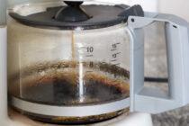 Πώς καθαρίζει η καφετιέρα από άλατα και υπολείμματα