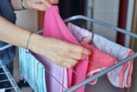Πώς να στεγνώνουν τα ρούχα σας πιο γρήγορα τις βροχερές μέρες